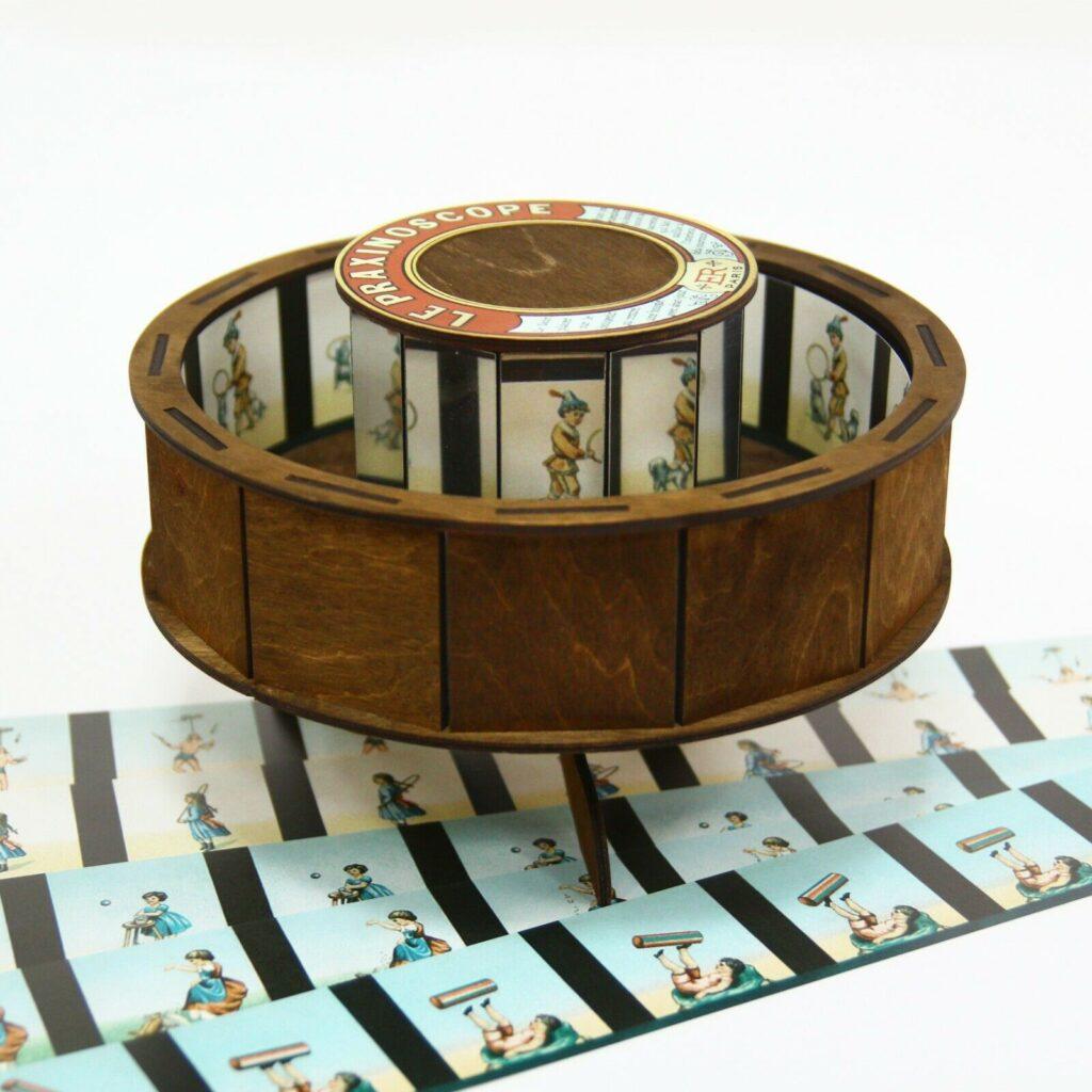 Parxinoscope - boy playing hoop-la